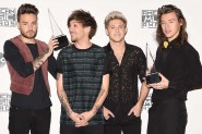 One Directions Sabet Penghargaan 'Artist of the Year'