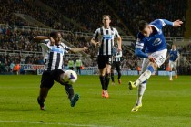 Everton Gilas Newcastle United 3-0