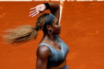 Serena Williams Tundukkan Peng Shuai