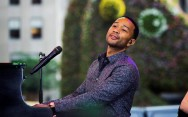 John Legend Rilis Video Klip 'You & I (Nobody in the World)'