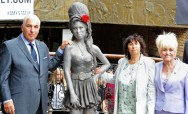 Patung Mendiang Amy Winehouse Didirikan di London