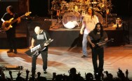 Fan Dream Theater Mulai Serbu Lapangan D Senayan