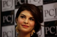 Jacqueline Fernandez Raih Gelar Woman of the Year dari PETA India