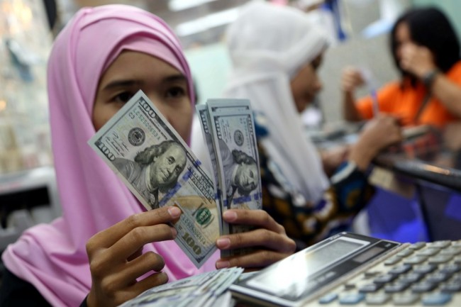 The Fed Dorong Dolar 'Tekan' Rupiah