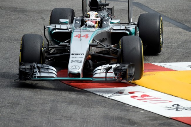 Hamilton Raih Pole Position