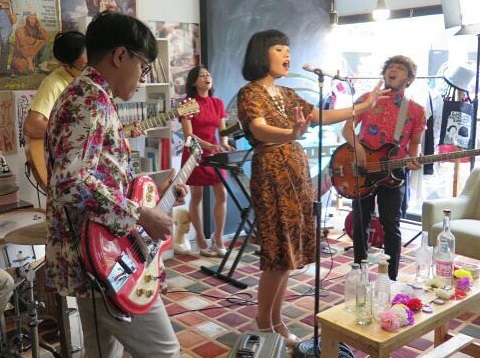 White Shoes & The Couples Company Gelar Konser di