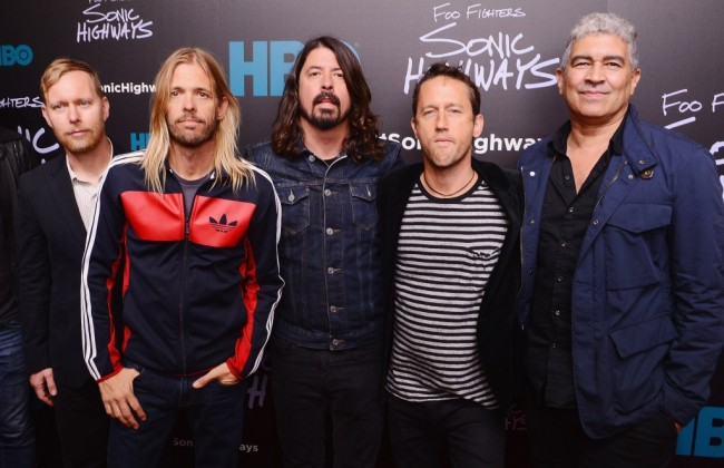 Konser Foo Fighters Diganggu Cuaca Buruk