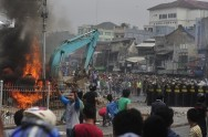 Kampung Pulo Eviction Turns into Riot