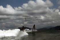 Persiapan Jelang Final Pulau Merah International Surfing Competition