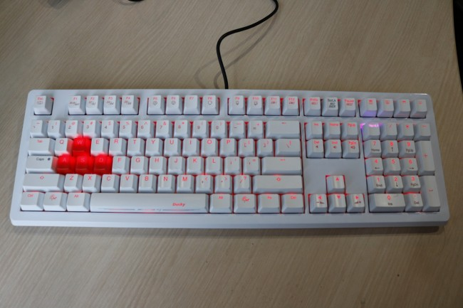 Ducky Channel Shine 4 Cherry MX Brown, Nyaman Tapi Minim Fitur