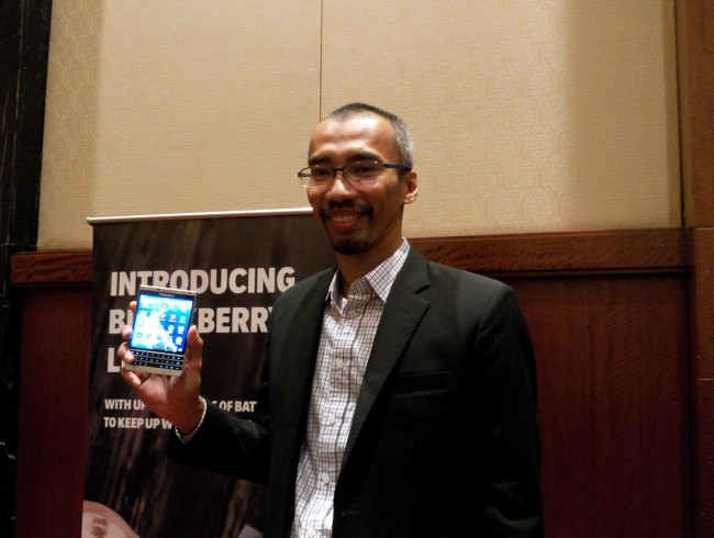 Spesifikasi BlackBerry Passport Silver Edition