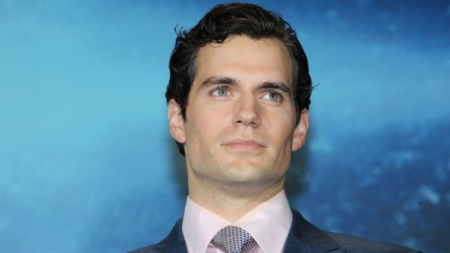 Henry Cavill Bocorkan Plot 'Batman v Superman'
