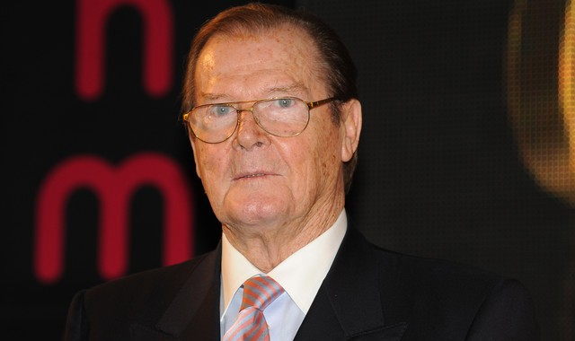 Roger Moore Komentari Spekulasi James Bond Seorang Gay