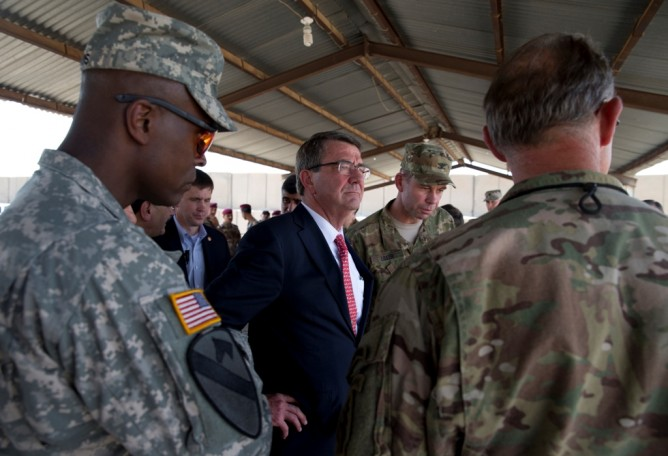 Menhan AS Ash Carter di Irak (Foto: AFP)