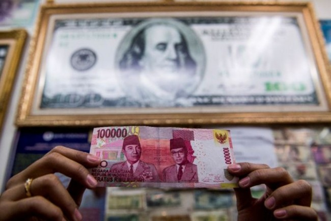 Rupiah closed slightly Weakens