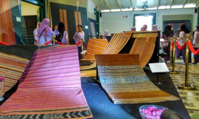 Trace of Portuguese Influence in Timor Woven Fabric