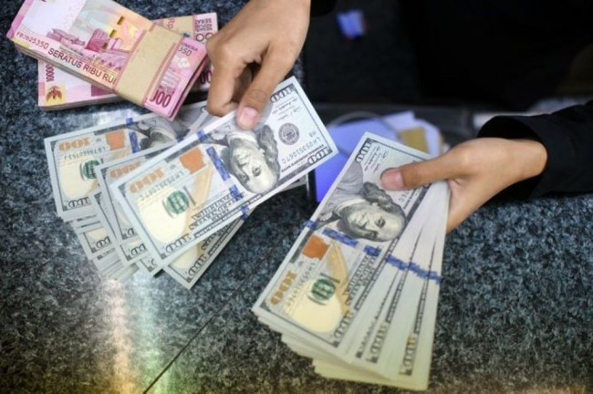 Rupiah Stays Above Rp14,000/USD