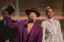 'Uptown Funk' Raih Record of the Year di Grammy 2016