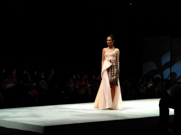 Colorful East Indonesia in Indonesia Fashion Week 2016