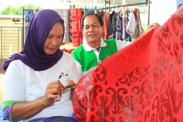 Medan Batik Preserves Batak  Carving Patterns