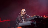 Stevie Wonder Puji Album Baru Beyonce