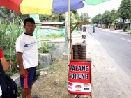 Fried Grasshopper Sellers Reap Profits in Lebaran Holiday
