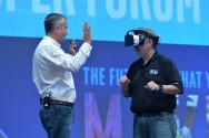 Intel Pamer Teknologi Mixed Reality Project Alloy