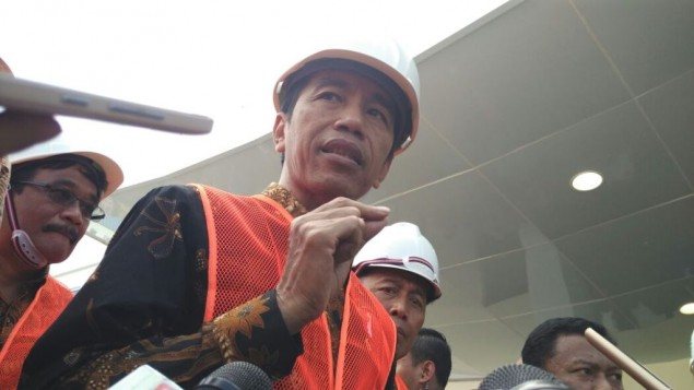 Jokowi Admonishes Ports with Long Cargo Dwell Time