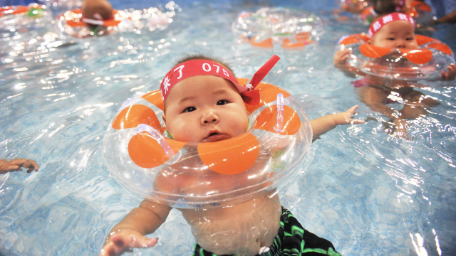6 Benefits of Swimming for Babies