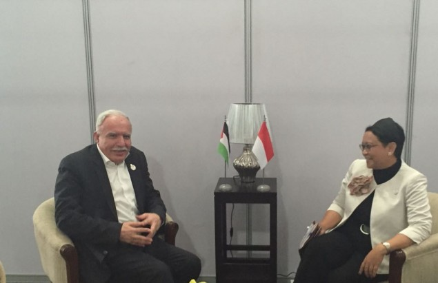 Retno Meets Palestinian FM on Sidelines of NAM Summit