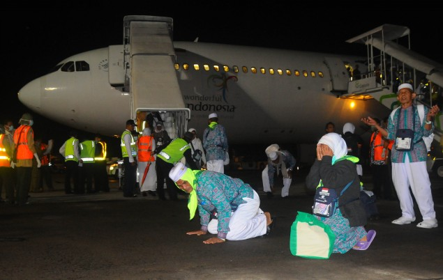 Indonesian Pilgrims Begin Return Journey