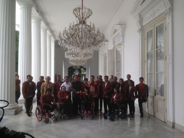 Jokowi Receives Indonesian Paralympic Athletes