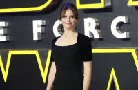 Felicity Jones Berlatih Kung Fu demi Rogue One: A Star Wars Story