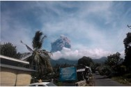 Tourists Evacuated after Mount Barujari Eruption