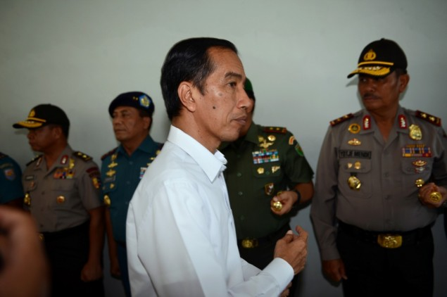 President Meets Flood Victims in Garut