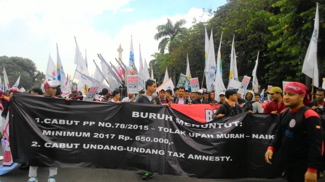 Workers Hold Anti-Tax Amnesty Demonstration