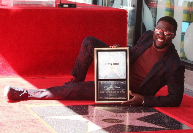 Kevin Hart Terharu Raih Hollywood Walk of Fame