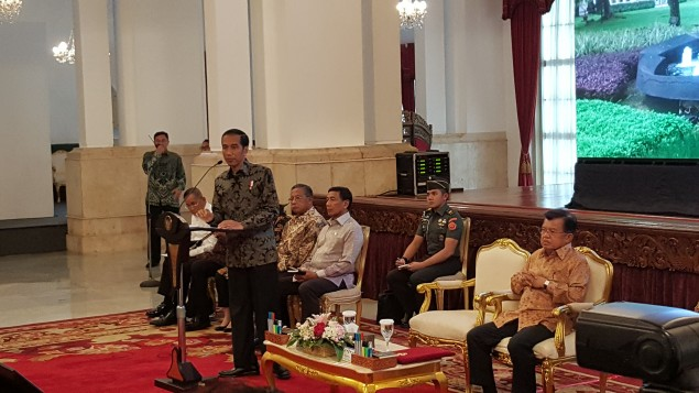 Jokowi Discusses Regional Elections with Police and Military Leaders