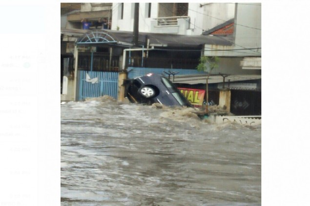 One Dead in Bandung Flooding