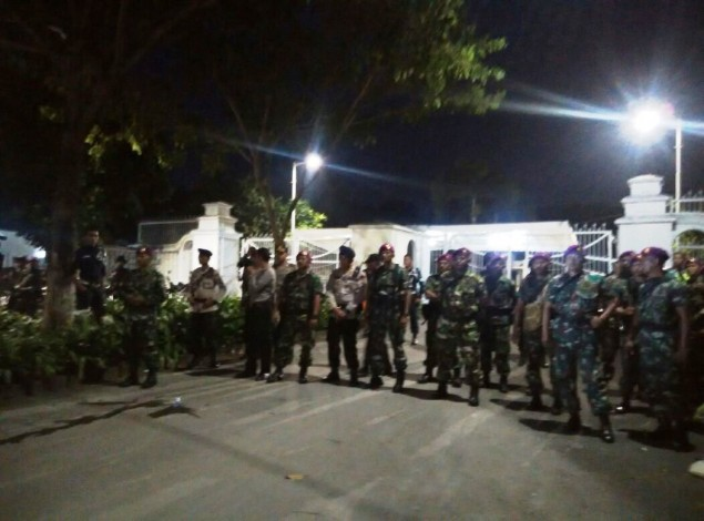 Security Forces Clash With Citizens in Luar Batang