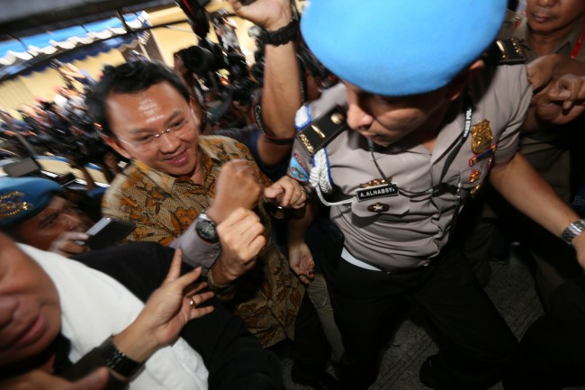 Ahok Arrives at Police Headquarters with His Legal Team