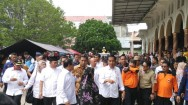 Jokowi Visits Evacuation Camp in Pidie Jaya