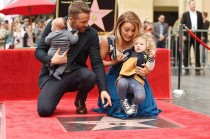 Ryan Reynolds Terima Bintang di Hollywood Walk of Fame
