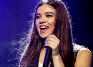 Hailee Steinfeld kembali Tampil di Pitch Perfect 3