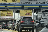 April, Gerbang Tol Karang Tengah Ditutup