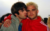 Robbie Williams Ingin Berkolaborasi dengan Liam Gallagher