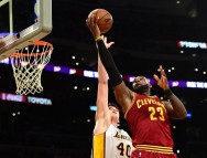 Duet Kyrie Irving & LeBron James Hempaskan LA Lakers