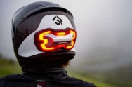 Brake FreeThe Brake Free Riset Helm dengan <i>Stop Lamp</i> Independen
