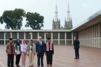 US Vice President Visits Istiqlal Mosque