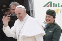 Pope Francis Heads for Egypt As